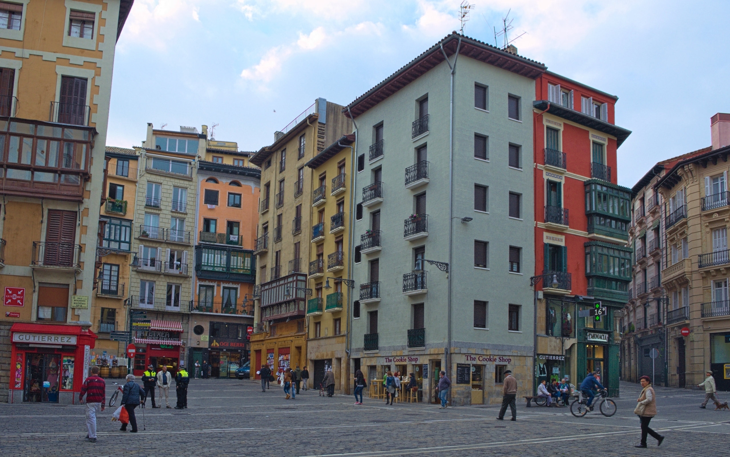 Pamplona: neighbourhood reduces citizens' energy bills by €560/year
