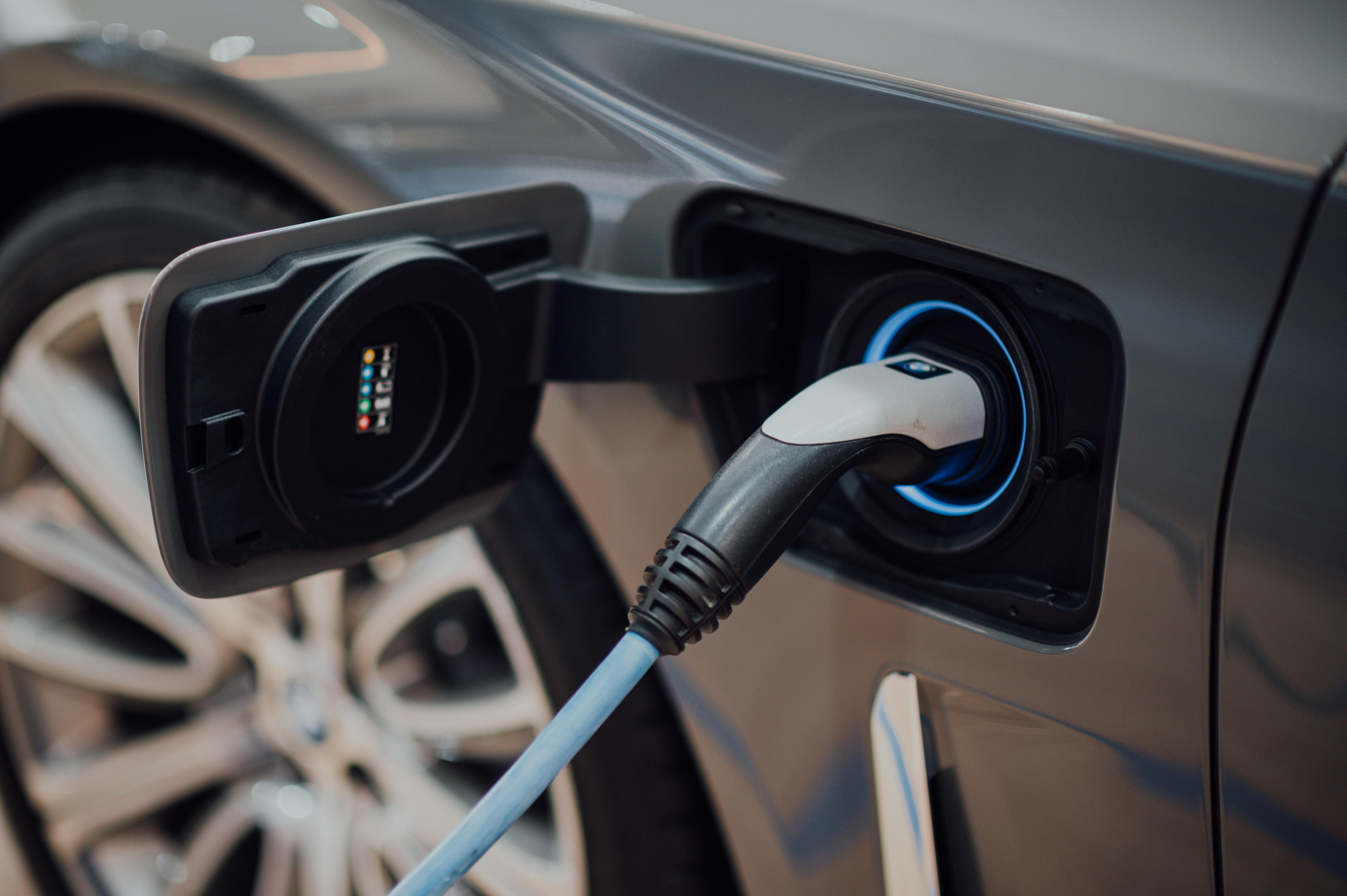 3 conseils pour recharger votre véhicule électrique à moindre coût en ville